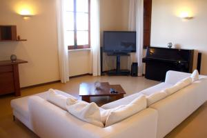Living area with SAT-TV, wireless Internet and piano