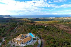 Impressive panoramic location of the luxury villa Giulia in Sicily